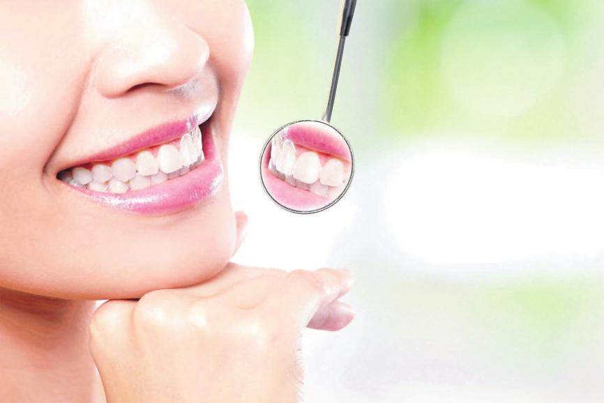 Implantate werden dort eingesetzt, wo sie aus prothetischer Sicht benötigtwerden, umeinen möglichst naturidentischen Zahnersatz zu tragen, auch und besonders im Frontzahnbereich. Foto: © ryanking999 / 123rf.de